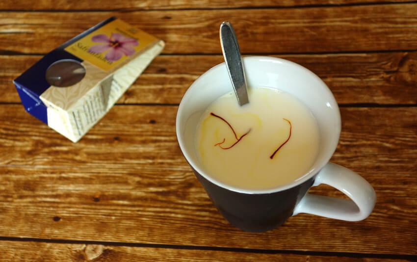 Ayurvedische Safranmilch