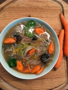 Glasnudel-Karotten-Suppe