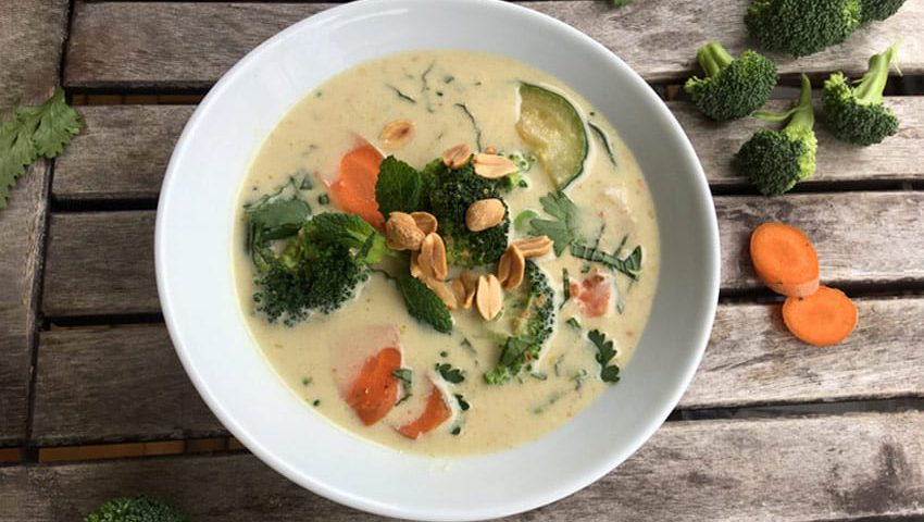 Ayurvedische Erdnuss-Kokos-Suppe