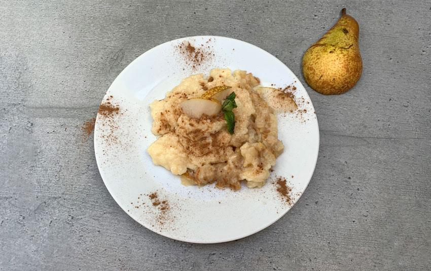 Veganer Karamellpudding mit Birnenkompott